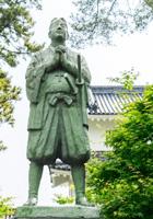 原城跡に立つ天草四郎像