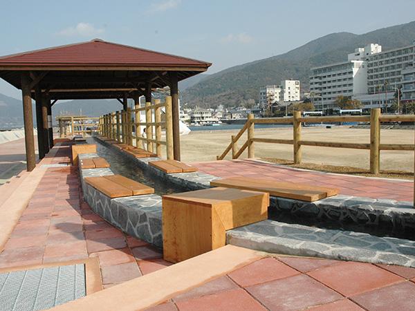 小浜温泉「ほっとふっと105」(日本一の足湯)